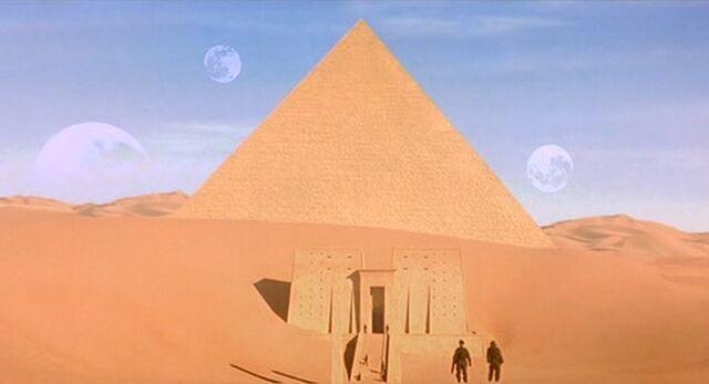 File:Temple of the Savior.jpg