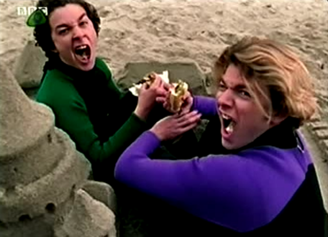 File:Twitty Louis in Sandcastle.png