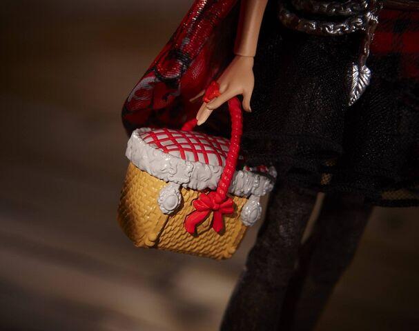 File:Diorama - basket of Cerise.jpg