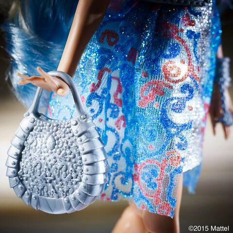 File:Facebook - Darling's purse.jpg