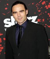 Dustin-clare-premiere-spartacus-war-of-the-damned-03