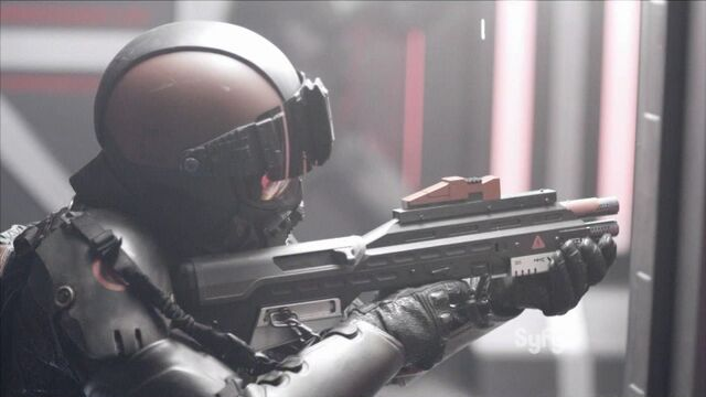 File:800px-The.Expanse.S01E04.MCRN rifle 1.jpg