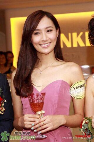 File:Fala Chen Holding Glass Wine.jpg