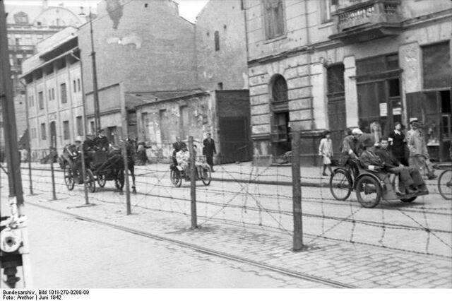 Datei:Bundesarchiv Bild 101I-270-0298-09, Polen, Ghetto Warschau, Drahtzaun.jpg