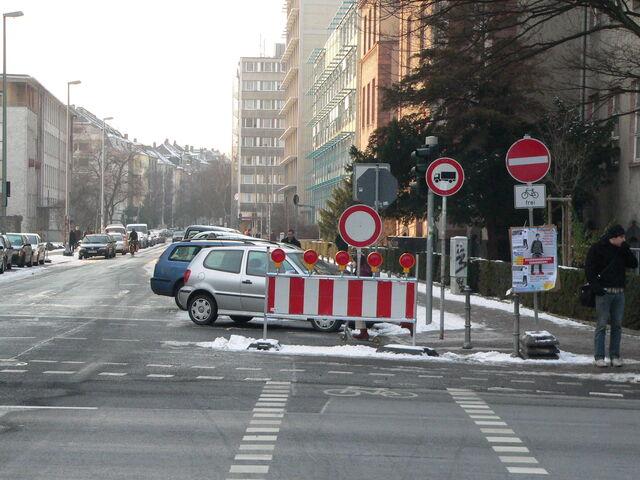 Datei:Radweg Frankfurter Baustellen.jpg