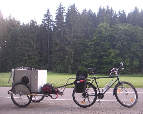 Datei:Waschmaschine an Moutainbike.jpg