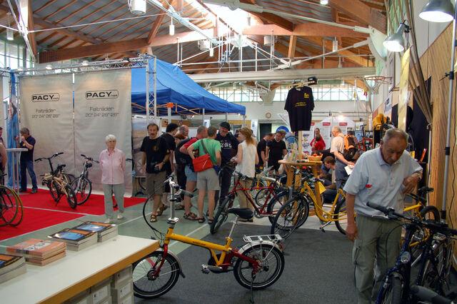 Datei:Spezialradmesse 2007 Halle 2.jpg