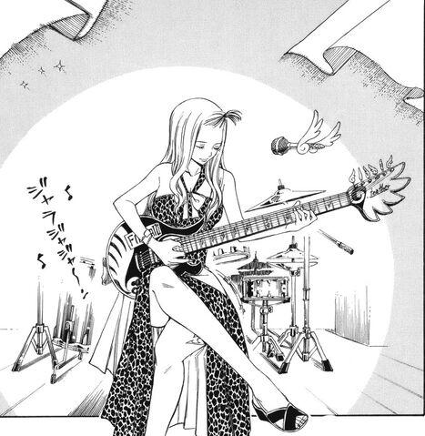 File:Mirajane going to sing.jpg