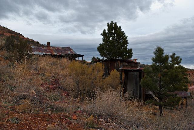 File:Sheds-gold-king-mine-ghost-town-arizona.jpg