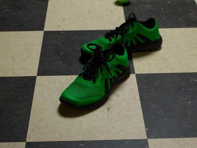 File:GreenSneakers.jpeg