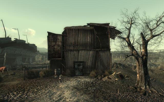 File:Abandoned residence Arefu.jpg