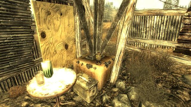 File:Pylon shack Mini Nuke.jpg