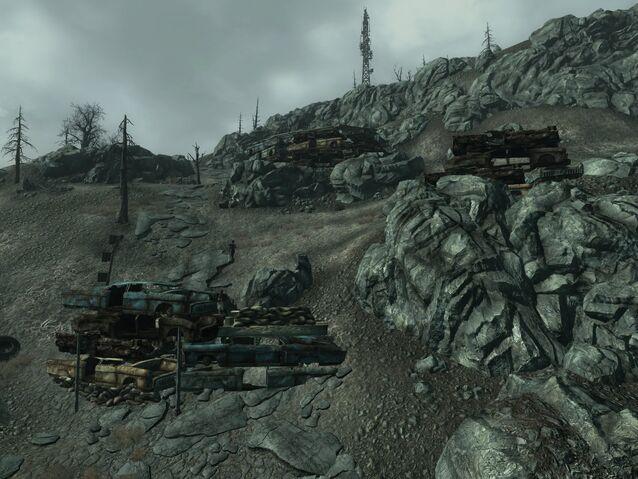 File:FO3 Raider wreckage fortifications.jpg