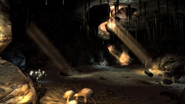 File:Crossroad Cavern interior.jpg