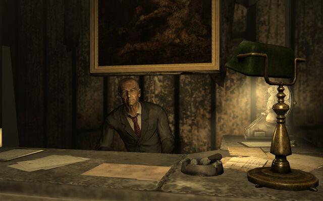 File:Littlehorn at Desk.jpg