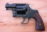 Dama Revolver
