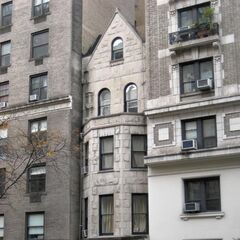 Hollborn Terrace, situated on the western end of Northern Heights, is the very last of the, well, Hollborn Terraces, which were butchered to build apartments in the 1950's. One was kept for historical reasons, hence this one's very existence.