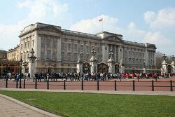 800px-Buckingham Palace 2007 2