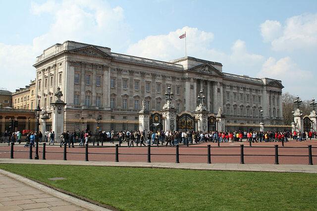 File:800px-Buckingham Palace 2007 2.jpg
