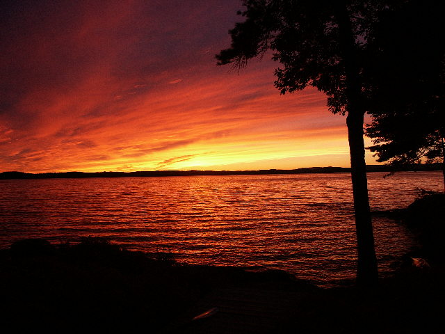 File:Winnipesaukee Sunset 8-28-2002 (JJH).jpg