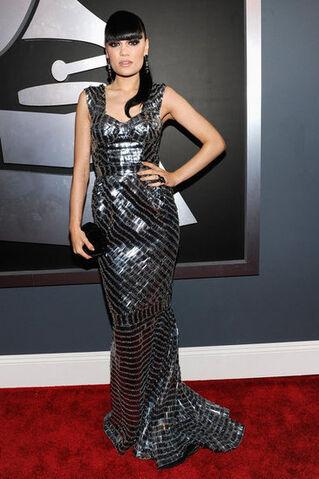 File:Grammys-2012-Who-eWore-What.jpeg