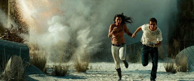File:Transformers-revenge-movie-screencaps.com-15221.jpg
