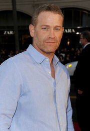 Max Martini Red Carpet Arrivals Burt Wonderstone KYZpZuJG5Al