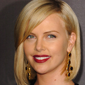 File:Charlize-theron-bob-haircut-photos.jpg