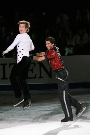 File:Jeffrey Buttle and Evan Lysacek 2008 4CC EX throw jump.jpg