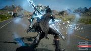 Noctis-Warps-to-an-Enemy-FFXV