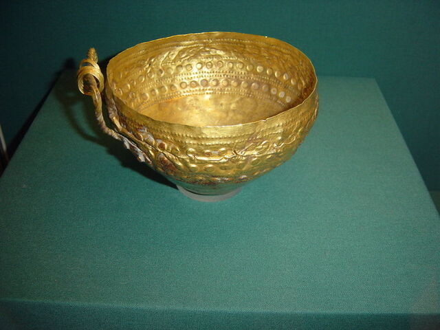 File:800px-ANCIENT GOLD BOWL.JPG