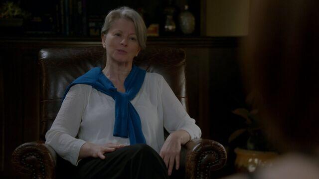 File:1x02 95 Dr. Simone Weldon.jpg