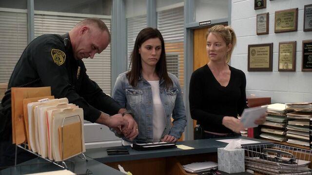 File:2x01 113 Cop, Lori, Elizabeth.jpg