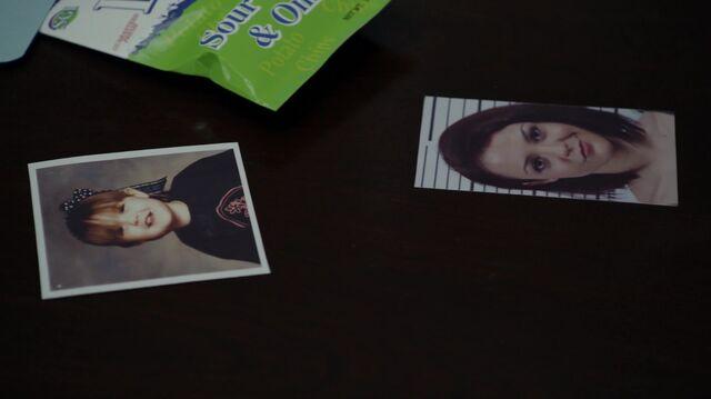 File:1x01 13 Photos of Carter.jpg