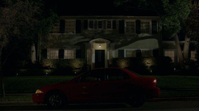File:1x01 72 Wilson house, Gabe, Carter.jpg