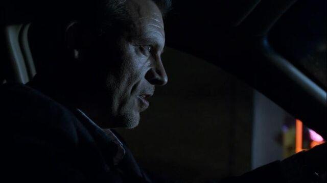 File:1x19 Slingerland Targets Celia.jpg