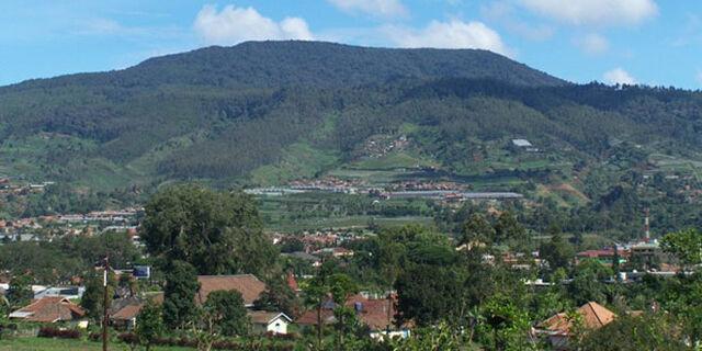 File:Gunung Tangkupan Perahu.jpg