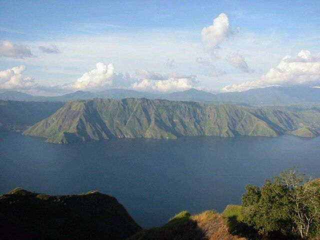 File:Lake-toba1.jpg