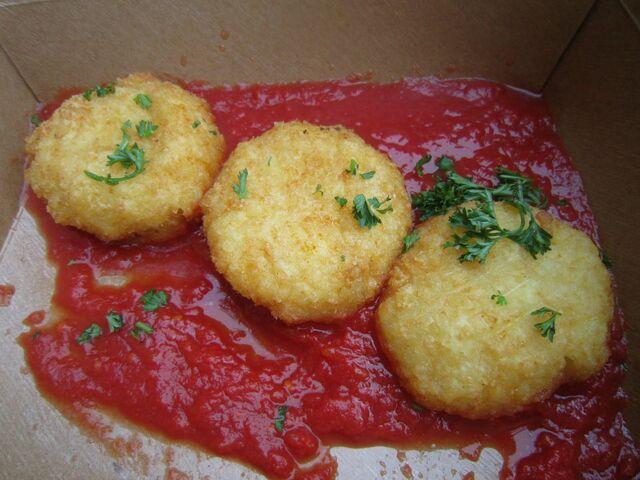File:Eatcurbside aranchini.JPG