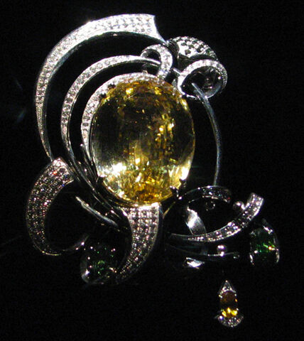 File:ShouLung-topaz-brooch.jpg