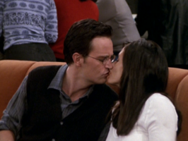 Monica and Chandler Kiss (7x04)
