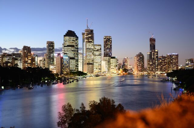 File:Brisbane During Twilight-by-Lachlan-Fearnley1.jpg