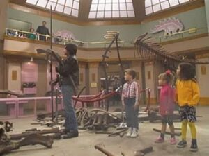 Full House 618 Please Don't Touch the Dinosaur 017 0001
