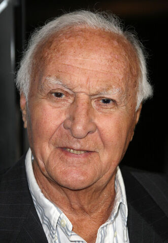 File:Robert Loggia.jpg
