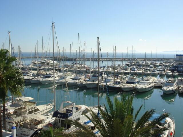 File:Puerto de Estepona.jpg