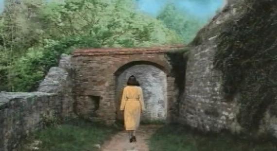 File:Schloss Ritter walkway to town.jpg