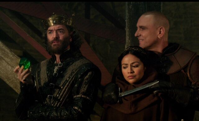 File:1x5 The King, Hareth and Isabella.jpg