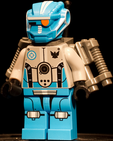 File:Blue Robot 1.png