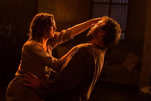 File:Arya-kills-Trant-S05E10.jpg