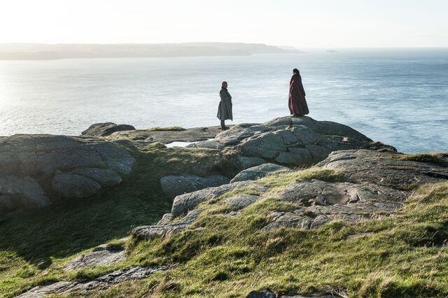 File:Melisandre on the Rocks.jpg